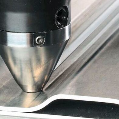 The plasticized aluminum material is compressed by means of the tool shoulder on the friction pin, creating the desired solid, fluid- and pressure-tight connection seam between the workpieces.