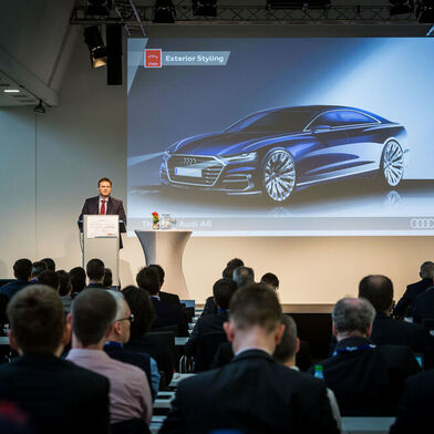 The lightweight construction specialist Frank Venier from the Audi Lightweight Design Centre spoke to around 230 participants about lightweight construction technologies used in the flagship A8.